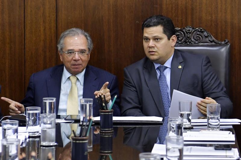 Paulo Guedes (e) apresentou Pacto Federativo para Davi Alcolumbre (d)