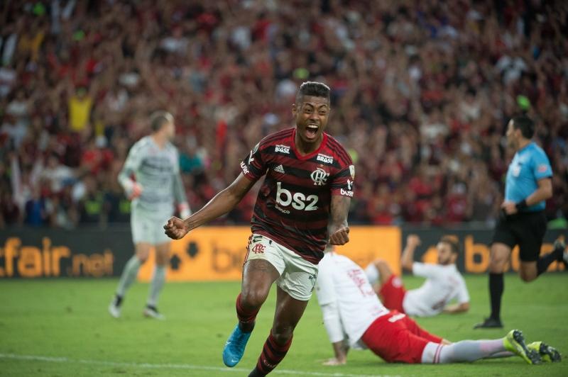 Bruno Henrique marcou os dois gols cariocas contra os gaúchos