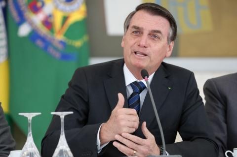 Bolsonaro ataca a imprensa e diz que jornal 'vai fechar'