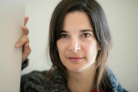 Autora Patrícia Portela autografa livro e ministra curso