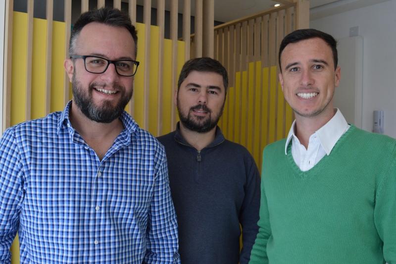 Juliano (E), Miguel (C) e Rodrigo (D), sócios da Quater