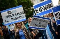 Manifestação de apoio a Macri lota a Praça de Maio