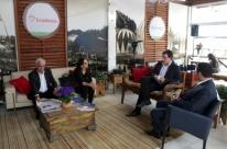 Autoridades e leitores visitam a Casa JC