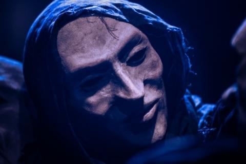 Com sessões extras, espetáculo de máscaras '2068' tem debate nesta terça-feira
