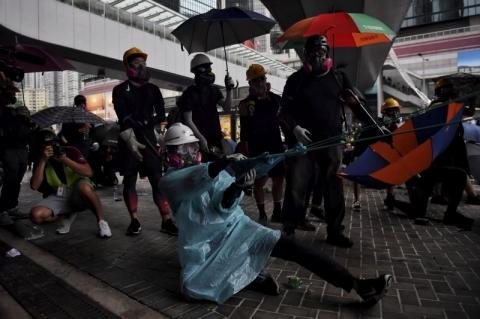Manifestantes desafiam proibição e ocupam centro de Hong Kong