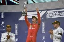 Leclerc segura Hamilton no fim, vence na Bélgica e conquista 1ª vitória na F1