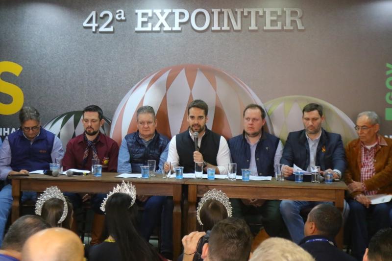 Governador Eduardo Leite apresentou os resultados dos negócios durante a coletiva de encerramento da Expointer