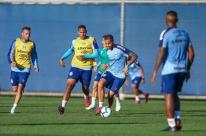 Desfalcado de Everton, Grêmio treina sem Maicon e volante é dúvida para semifinal