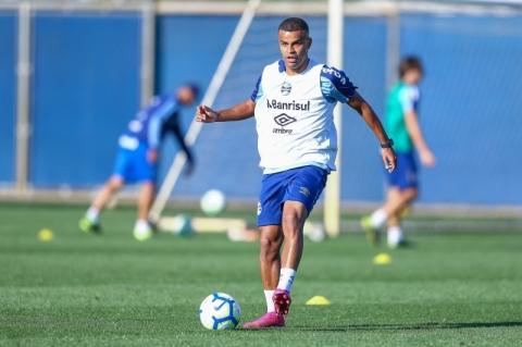Maicon não treina e segue como dúvida no Grêmio