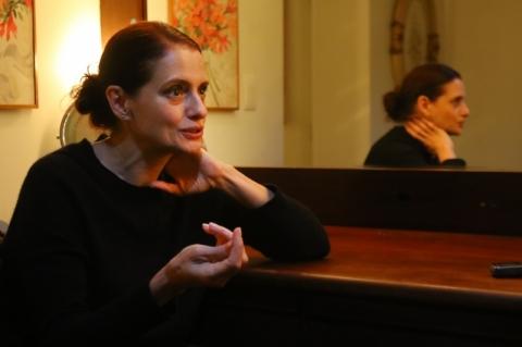 Denise Fraga estreia peça 'Eu de você' em Porto Alegre