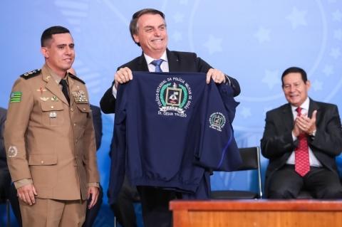 Governo federal anuncia plano de implantar 216 escolas cívico-militares até 2023