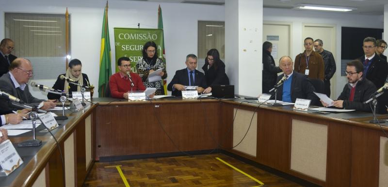Representantes do MP e do TCE, e usuários do IPE participaram de debate na Comissão de Serviços Públicos