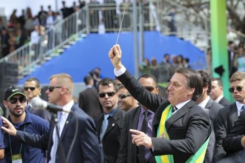 Presidente quebra protocolo em desfile da Independência