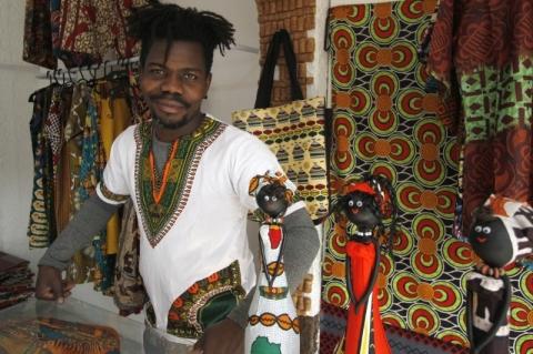 Africano abre loja só de roupas de sua cultura na avenida João Pessoa