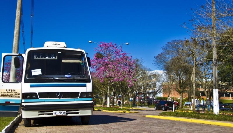 Serviço de ônibus que circulava pelo campus foi cortado, sem prazo para volta