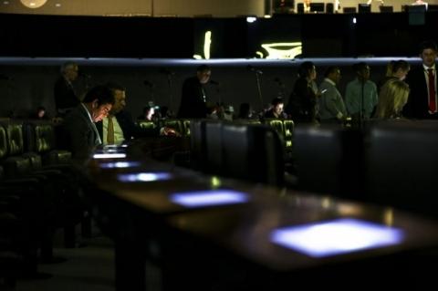 Câmara está sem luz desde as 12h; causas do apagão ainda não foram identificadas