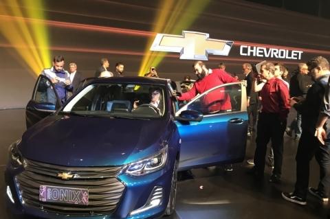 GM suspende venda de novo Onix para recall após registro de incêndio