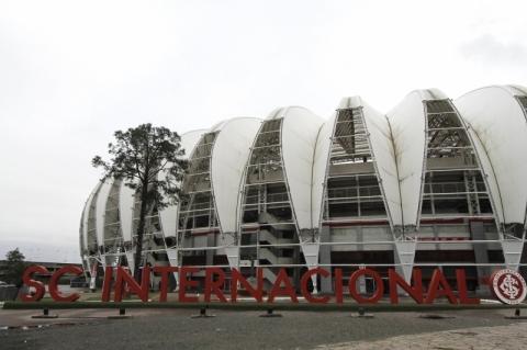 Beira-Rio é o novo ponto fixo de drive-thru da Campanha do Agasalho