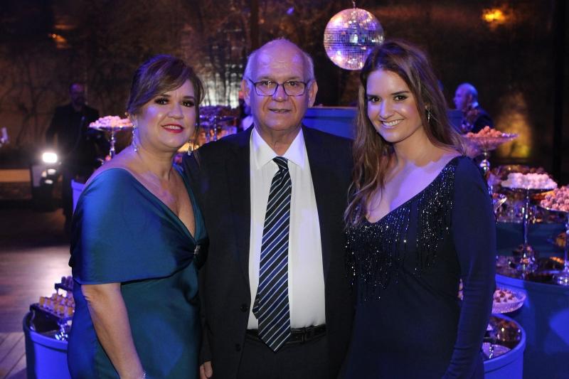 Vera e Romildo Bolzan Júnior com a filha Gabriela Bolzan