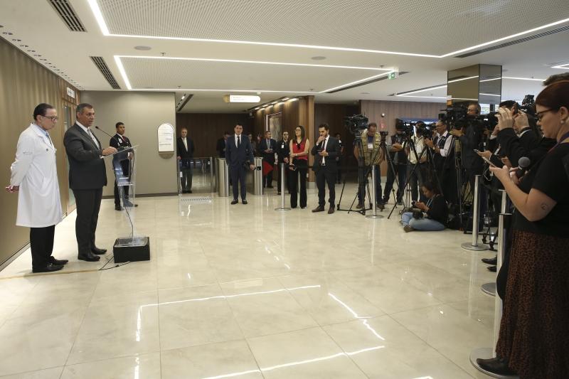 Rêgo Barros falou a jornalistas ao lado do cirurgião responsável pela operação de Bolsonaro