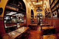 Restaurantes e bares ganham uma hora a mais para funcionar em Porto Alegre