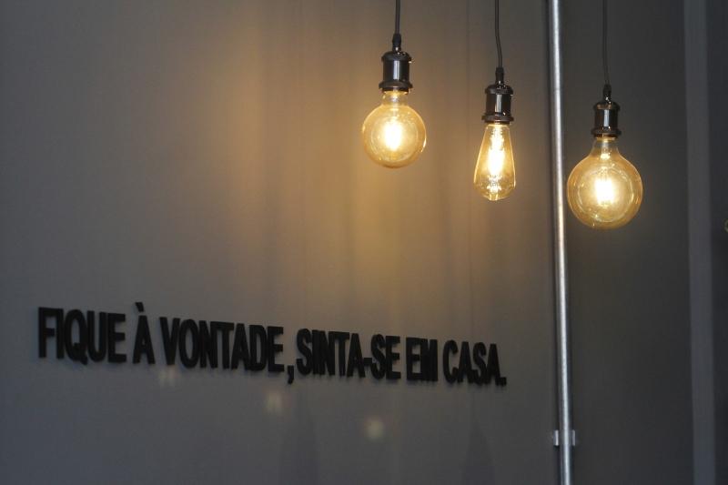 {'nm_midia_inter_thumb1':'https://www.jornaldocomercio.com/_midias/jpg/2019/09/25/206x137/1_mc250919__site_coffee__22_-8854415.jpg', 'id_midia_tipo':'2', 'id_tetag_galer':'', 'id_midia':'5d8bffc097e36', 'cd_midia':8854415, 'ds_midia_link': 'https://www.jornaldocomercio.com/_midias/jpg/2019/09/25/mc250919__site_coffee__22_-8854415.jpg', 'ds_midia': 'Cafeteria Caffeine.co', 'ds_midia_credi': 'MARIANA CARLESSO/JC', 'ds_midia_titlo': 'Cafeteria Caffeine.co', 'cd_tetag': '1', 'cd_midia_w': '800', 'cd_midia_h': '533', 'align': 'Left'}