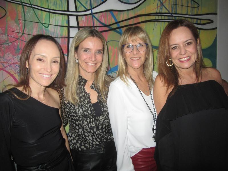 Daniela Baldi, Ana Cristina Lompa, Nádia Ros Tagliari e Bárbara Pozzebon no Country Club