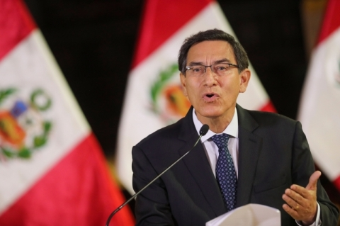 Vizcarra resiste a votação por impeachment no Peru