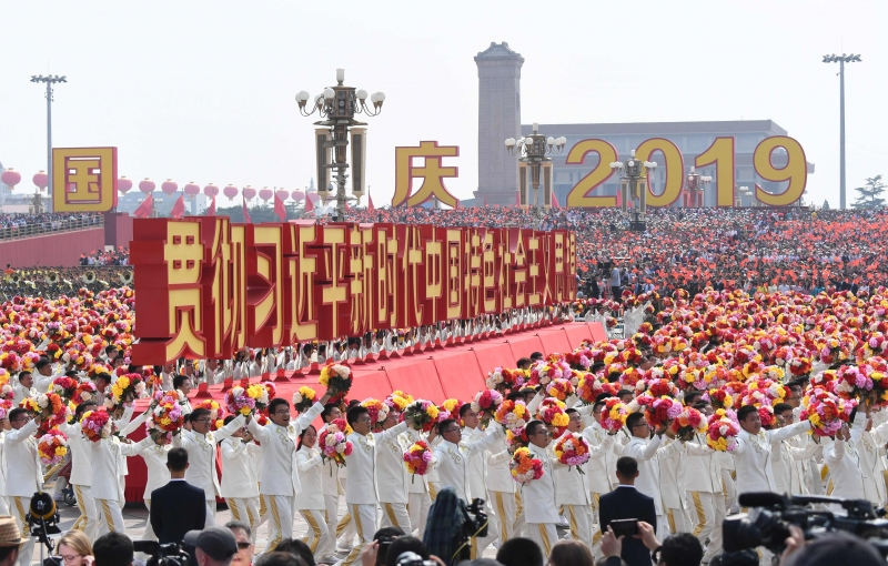 Militares e civis celebraram os 70 anos da República Popular da China