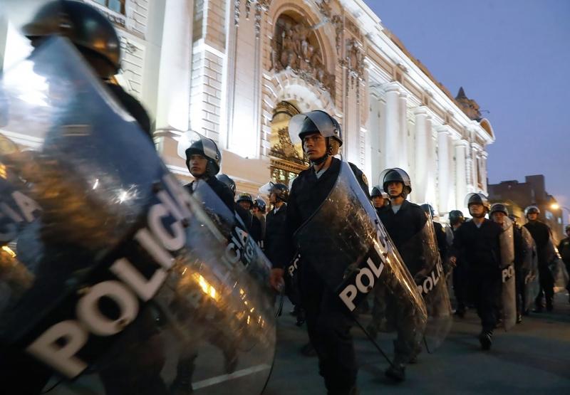 Forças Armadas e a Polícia Nacional do Peru manifestaram apoio a Vizcarra