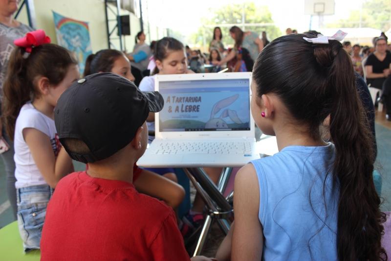 Elefante Letrado disponibiliza biblioteca virtual para as crianças, que podem ler as 900 obras cadastradas