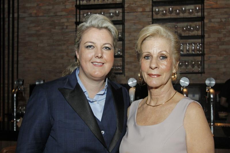 Ana Carolina Reschke com sua mãe, Maria Aparecida Guardiola Reschke
