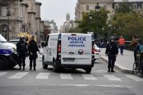 Quatro agentes morrem esfaqueados em ataque no comando da polícia em Paris