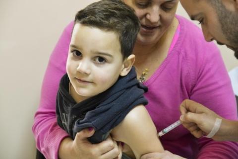 Governo terá 'Dia D' de vacinação contra o sarampo neste sábado