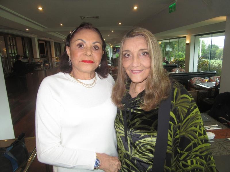 Shirley Kroeff e Sáloa Neme da Silva no almoço de domingo no Country Club