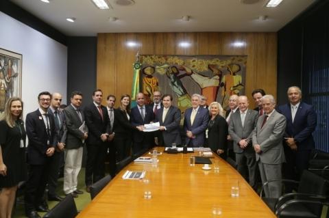 Oposição apresenta reforma tributária própria