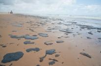 Manchas de óleo no Nordeste se concentram em Pernambuco, diz Marinha