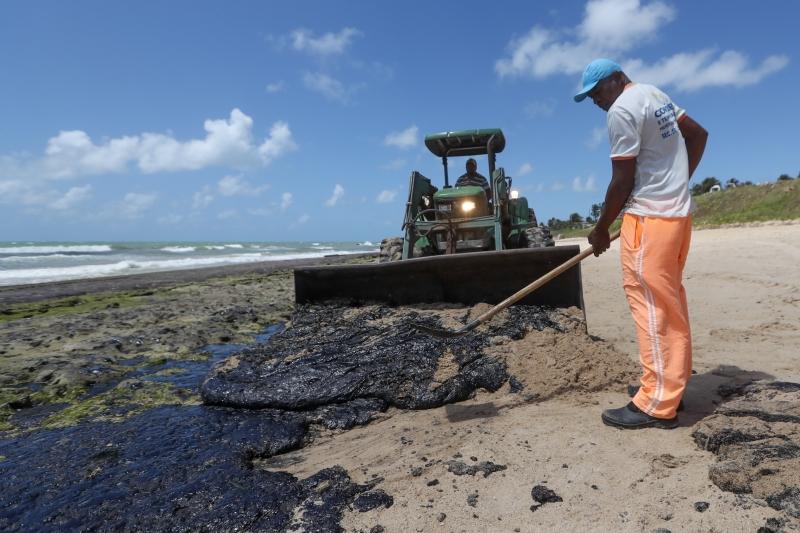 Petróleo já foi encontrado em ao menos 139 praias do Nordeste brasileiro