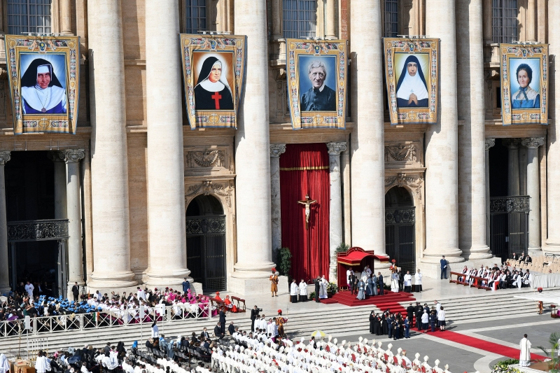 Irmã Dulce e outros quatro beatos foram canonizados em liturgia na Praça São Pedro, no Vaticano