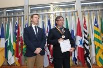 Gedeão Pereira recebe Mérito Farroupilha