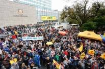 Professores, servidores da Justiça e produtores de leite se encontram em protestos