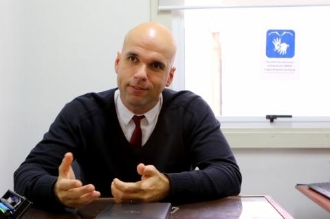 Advogado gaúcho presta atendimento em Libras à comunidade surda