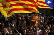 Polícia volta a reprimir protestos de separatistas em Barcelona