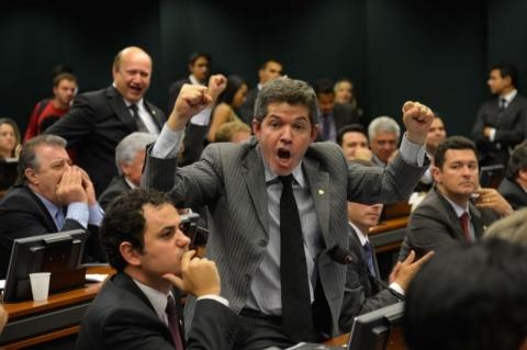 Líder do PSL diz que 'implodirá' Bolsonaro