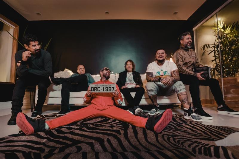 Banda de Tico Santa Cruz (c) faz show na Capital nesta sexta-feira