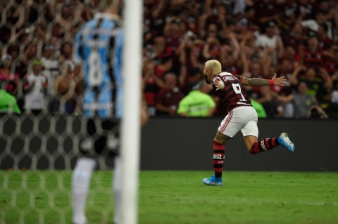 Atropelamento rubro-negro no Maracanã