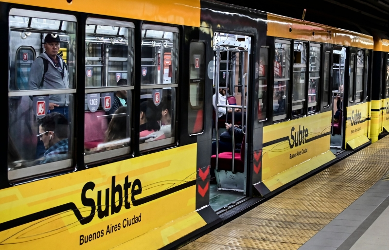 Funcionários do metrô controlarão para que ninguém viaje de pé, evitando a aproximação das pessoas