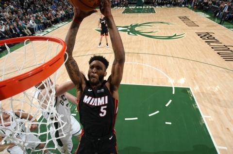 Miami Heat consegue virada incrível e bate Bucks de Antetokounmpo na prorrogação