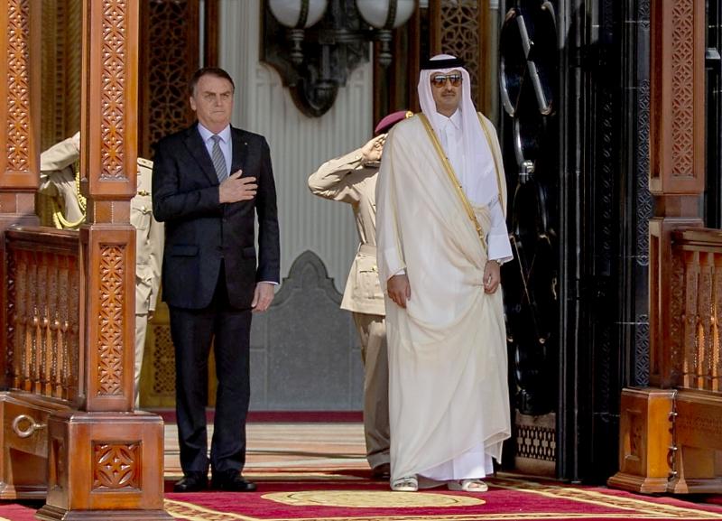 Bolsonaro foi recebido pelo emir Tamin bin Hamad al-Thani em Doha