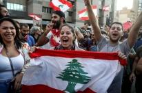 Premiê renuncia em meio a onda de protestos